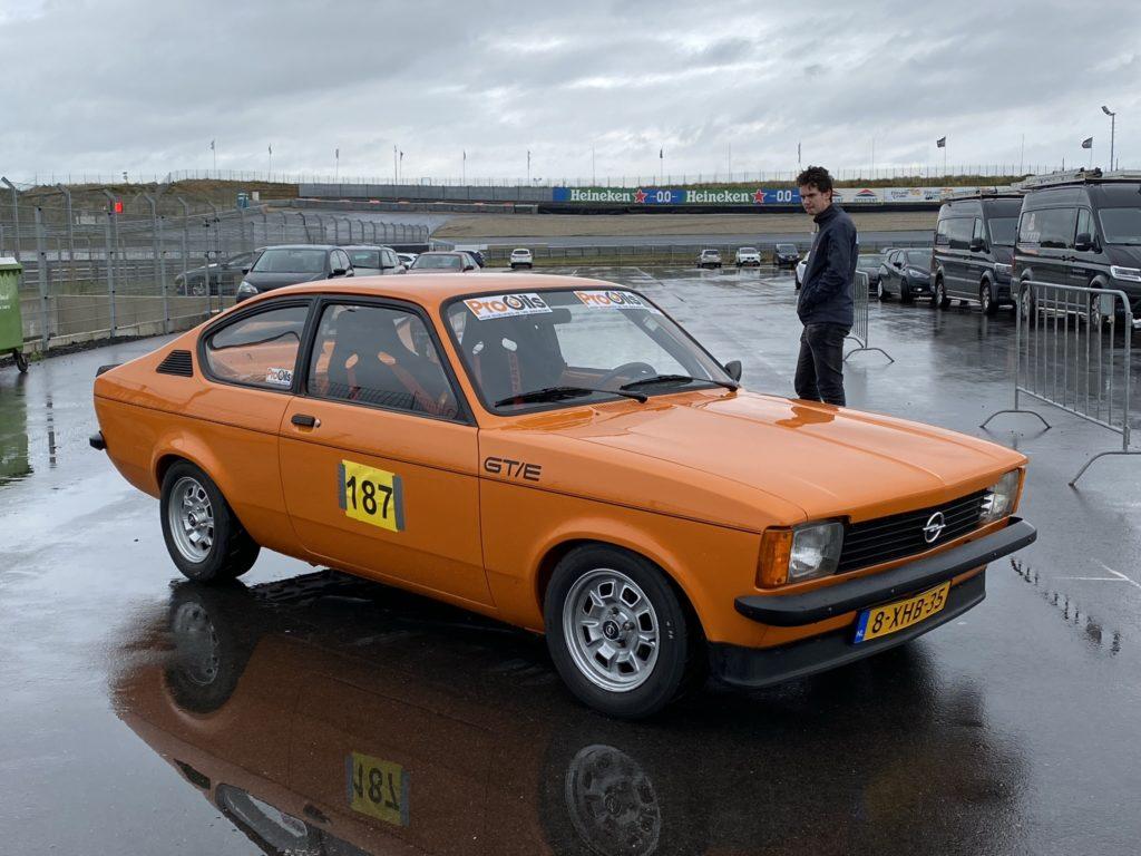 Opel GT/E op circuit Zandvoort
